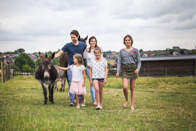 Jan en Katrien uit het Oost-Vlaamse Dikkelvenne zijn al vanaf januari bezig met de planning, om zeker te zijn dat er de hele zomer opvang is voor Marie (7), Dora (11) en Irene (14).
