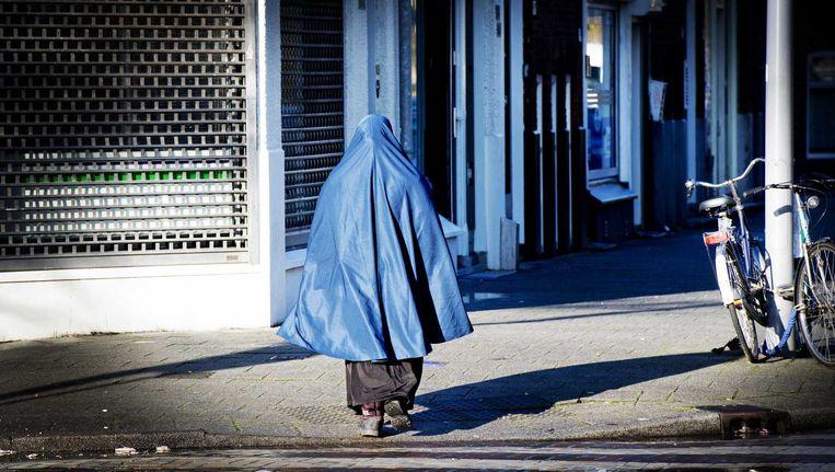 Een vrouw in boerka in Rotterdam. Beeld anp