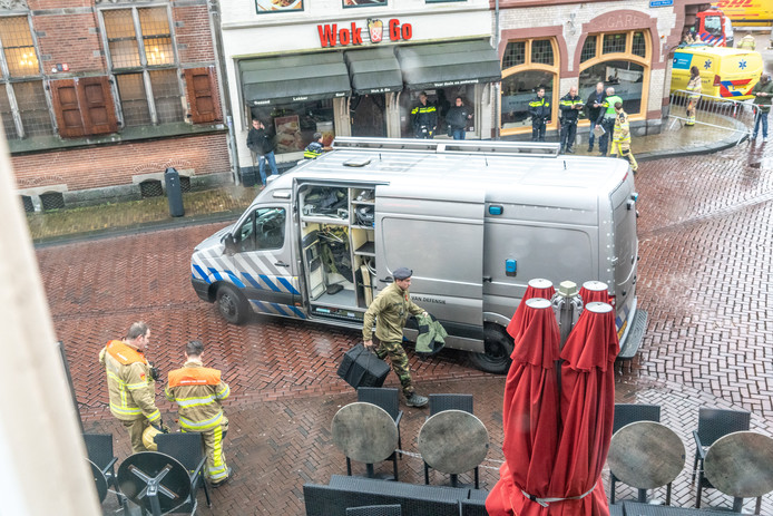 De Explosieven Opruimingsdienst moest dinsdag in actie komen om een granaat aan de deur van café Bruut te verwijderen.