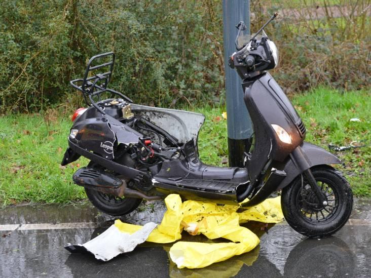 Scooter en auto botsten op elkaar in Breda