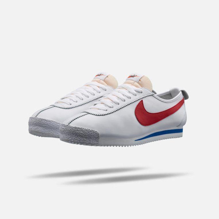 De geschiedenis van het merk Nike begon met atleet en trainer Bll Bowerman. In de jaren vijftig experimenteerde hij al met hardloopschoenen. Uiteindelijk werden de Nike Cortez in 1972 voor het eerst verkocht. Als eerbetoon aan een van de founding fathers van Nike, werd deze schoen opnieuw uitgebracht. € 173,35. store.nike.com Beeld