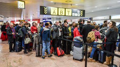 Wegen blijven gevaarlijk glad, gestrande reizigers op Brussels Airport