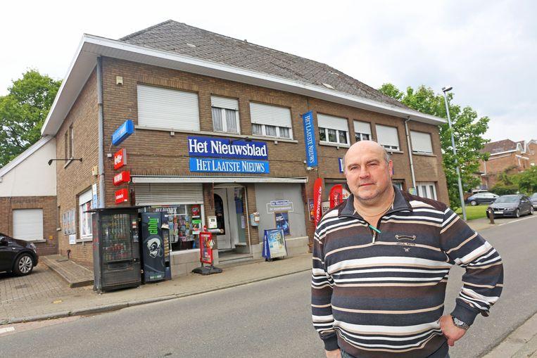 De krantenwinkel van Jannick Van Vaerenbergh wordt afgebroken. Nadien heropent de winkel in een nieuw pand.