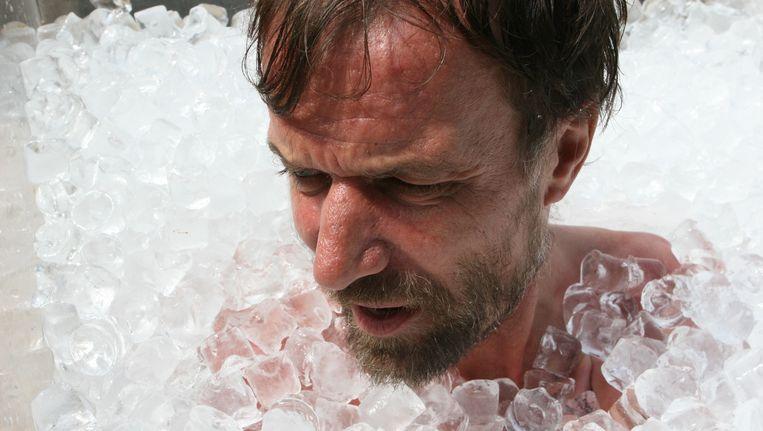 Iceman Wim Hofs advies tegen extreme hitte: neem een koude douche. Beeld anp