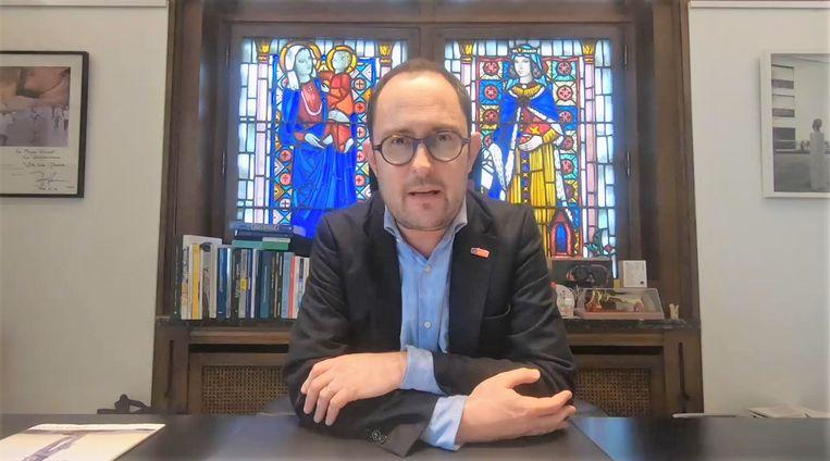 Vincent Van Quickenborne spreekt de Kortrijkzanen toe
