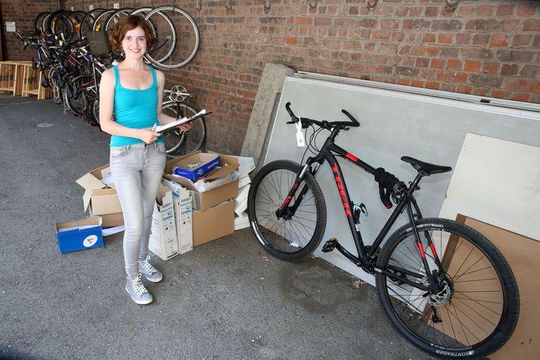 Jobstudente Nikita bewaakte in augustus samen met een collega de fietsenstalling aan het Heilig Hart&College die het stadsbestuur inrichtte.