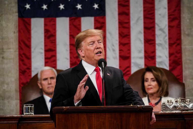 De Amerikaanse president Donald Trump houdt zijn State of the Union. Achter hem vicerpesident Mike Pence en Speaker of the House Nancy Pelosi.