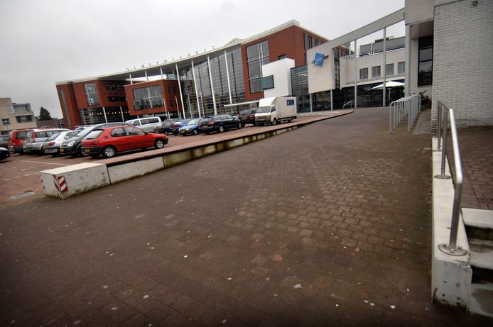 De Rabobank ziet volgens het college van B en W geen alternatieven voor een vestiging in het gemeentehuis in Goor.
