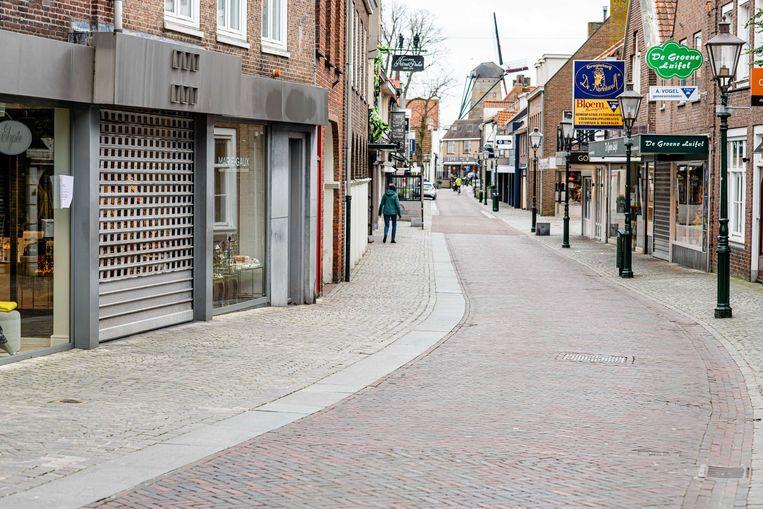 Lege winkelstraten in Zeeuws-Vlaanderen, nu de corona-epidemie de mensen thuishoudt. Opmerkelijk is dat zo kort na het begin van de crisis het aantal faillissementen al explodeert.  Beeld ANP
