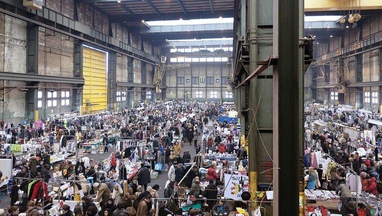 Vlooienmarkt in de IJ-hallen. Beeld Marc Driessen / www.marcdriessen.nl