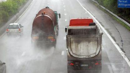 Camera's zullen vanaf 2019 truckers beboeten die inhaalverbod bij regen negeren