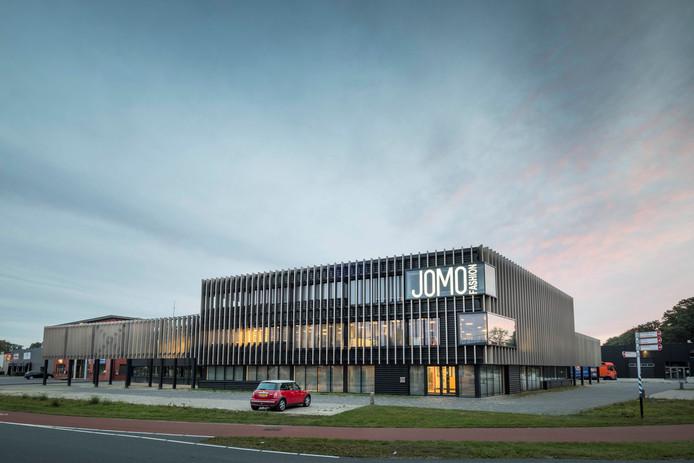 Het onlangs verbouwde pand van Jomo Fashion in Enschede.