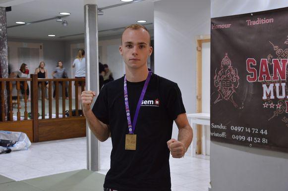 Gianny De Leu is de nieuwe wereldkampioen thaiboksen in de categorie 16/17 jaar - 54kg.