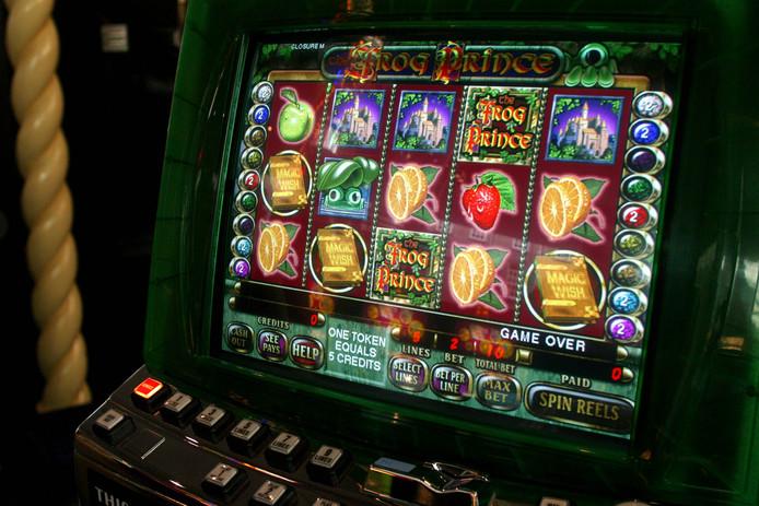 Uit speelautomaten bij Cinemajestic in Zutphen is geld weggenomen.
