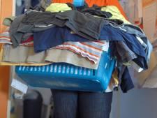 De Melkkan mist opbrengst kledingcontainers Hulst