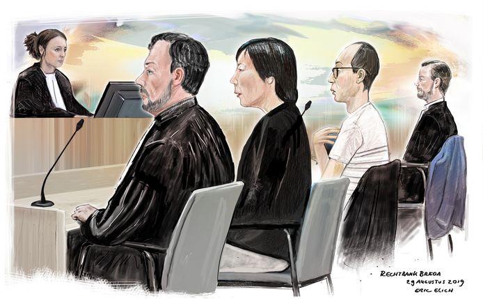 Moeder Noriku M. (2de van links) gaat in hoger beroep tegen de celstraf van 4 jaardie ze kreeg voor het mishandelen en zwaar verwaarlozen van haar kinderen. Echtgenoot Hidufun M. (met bril) heeft zich bij het vonnis neergelegd. Beide zitten hun straf momenteel in Nederland uit.