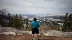 Plassende toerist verliest evenwicht en rolt 100 meter van berg af in Oostenrijk