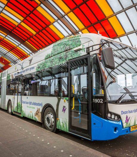 Amsterdamse buschauffeur (67) gebeten en geschopt om verzoek mondkapje te dragen