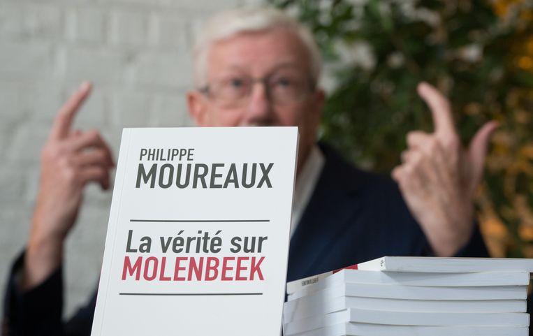 In zijn boek 'La vérité sur Molenbeek' (De waarheid over Molenbeek) counterde Moureaux de kritiek na de terreuraanslagen in Parijs en Brussel.