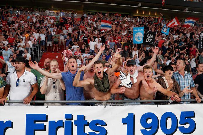 PSV supporters willen rust in de tent | Foto | ed.nl