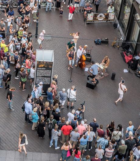 Eerste Chuck Deely-festival in stad: 'Hij lacht z'n eigen slap hierboven als hij naar beneden kijkt en dit ziet'