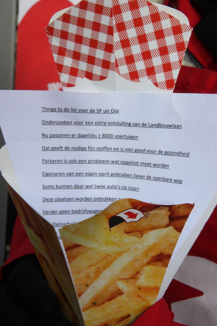 Een bewoner uit de Piekenhoef heeft een verlanglijst gemaakt voor de SP, in een toepasselijke verpakking.