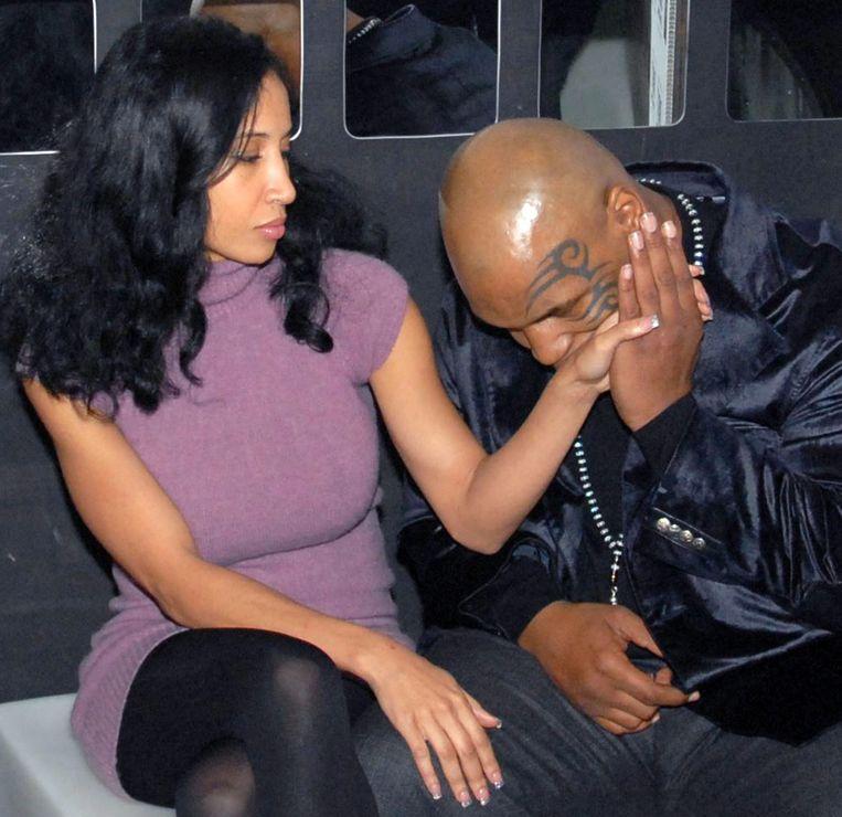 Tyson kust de hand van 'Kiki' Spencer.