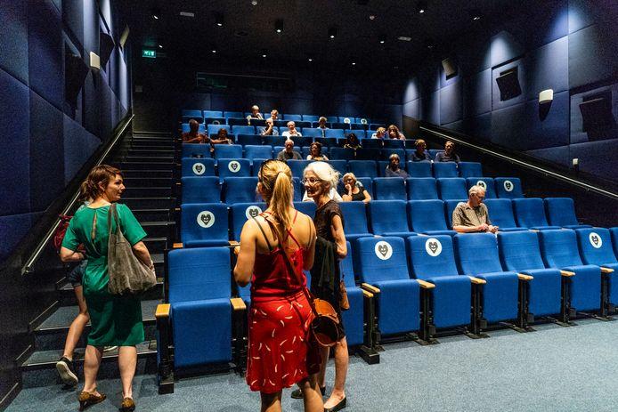 Bioscoop LantarenVenster in Rotterdam. Deze zaal is zo goed als uitverkocht. Met 1,5 meter maatregel in verband met corona.