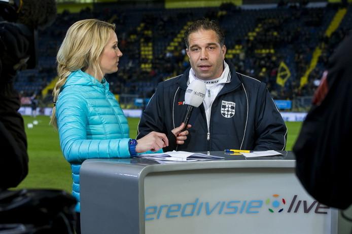 Art Langeler als coach van PEC Zwolle in gesprek met Helene Hendriks van Eredivisie Live.