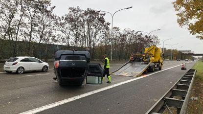 Auto belandt op dak: acht gewonden afgevoerd