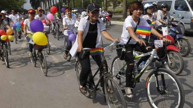 Eerste gay pride in Vietnam per (motor)fiets