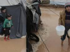 Des camps de réfugiés submergés par l'eau et la boue en Syrie, un enfant de six ans décédé