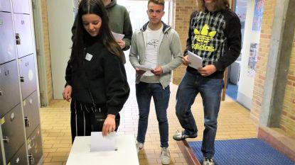Leerlingen Erasmusatheneum leren stemmen