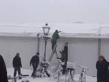 Dak van tent bij schaatsbaan in Vught staat op instorten