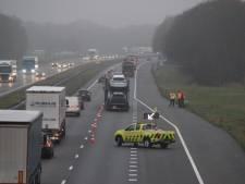 Kapotte vrachtwagen zorgt voor file op A1 bij Holten