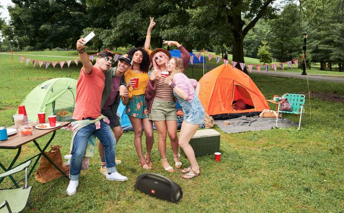 Een festival kun je, netjes verantwoordelijk binnen je bubbel, zo goed als overal organiseren.