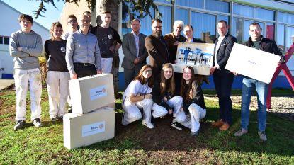 Rotary Club Geraardsbergen schenkt behangkoffers aan leerlingen Schilderen en Decoratie GO! Atheneum