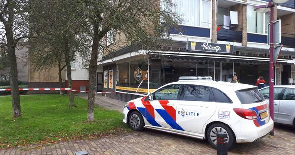 HENGELO – Twee mannen en een vrouw zijn zaterdagmorgen op de A1 bij Hengelo gearresteerd.