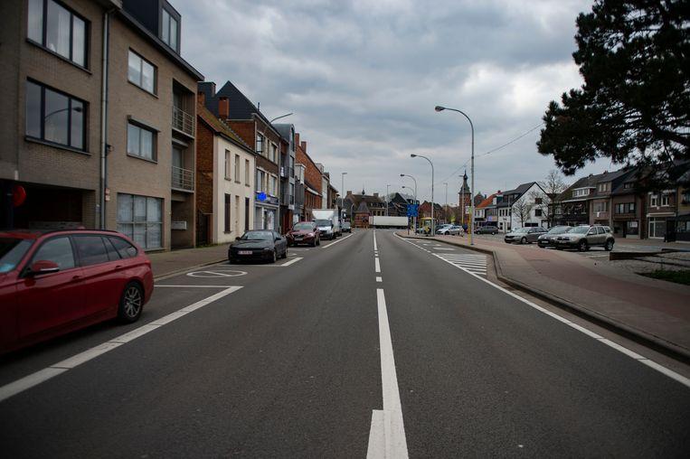 De anders erg drukke Antwerpsesteenweg ligt er door de coronacrisis maar rustig bij.