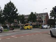 Vrouw op brommer gewond bij aanrijding in Amersfoort