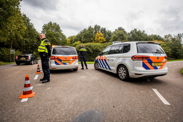 2017-10-11 16:01:16 ZEEWOLDE - De politie heeft het gebied waarin wordt gezocht naar de vermiste Anne Faber uitgebreid naar de omgeving van Zeewolde. Het gaat om het terrein rondom de Flediteweg in de buurt van het golfresort Zeewolde.