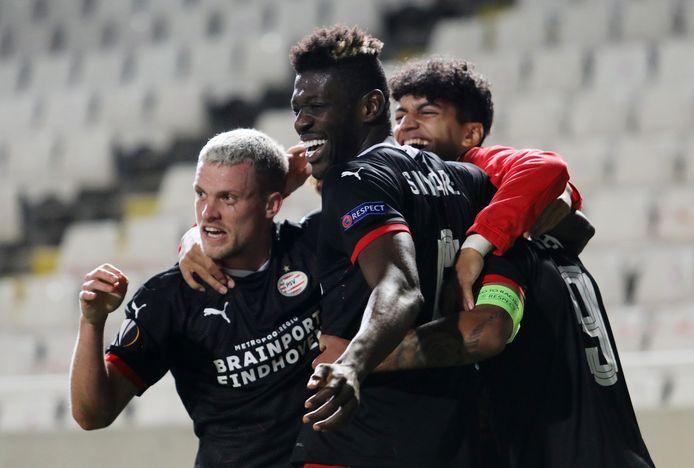 Philipp Max, Ibrahim Sangaré, Ismael Saibari en Donyell Malen vieren de winst van PSV tegen Omonia Nicosia van donderdagavond.