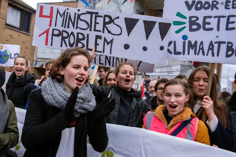 """De Belgische klimaatactiviste Anuna De Wever (17): """"Ze noemen ons naïef, maar als je denkt dat je zo verder kunt rommelen, dán ben je naïef."""" Beeld Photo News"""