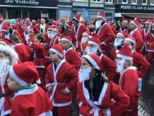 Oosterhoutse kerstmannen rennen 11.000 euro bij elkaar