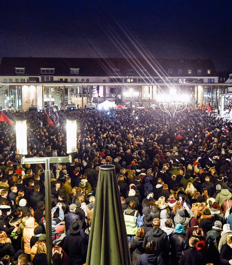 Duizenden Duitsers bij herdenkingsbijeenkomst aanslag Hanau