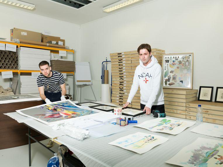 Christian Luiten en Curtis Penning in hun opslag in Naarden.  Beeld Ivo van der Bent
