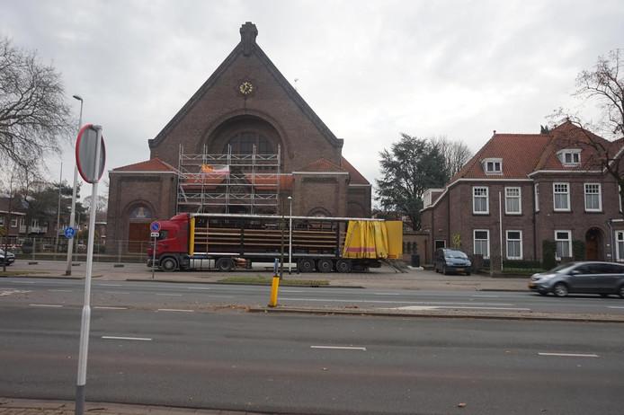 De kerk aan Ringbaan West in Tilburg.