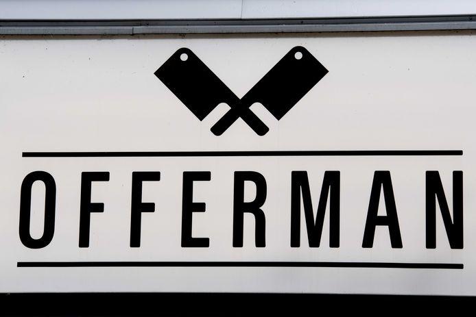 Het vleeswarenbedrijf Offerman/Terbeke in Borculo heeft binnen twee weken negen mensen op straat gezet.