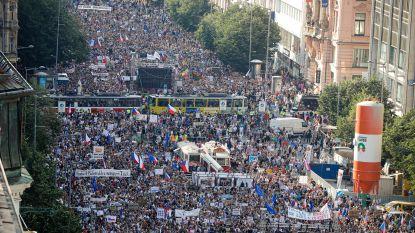 Tienduizenden mensen betogen in Praag tegen Tsjechische premier
