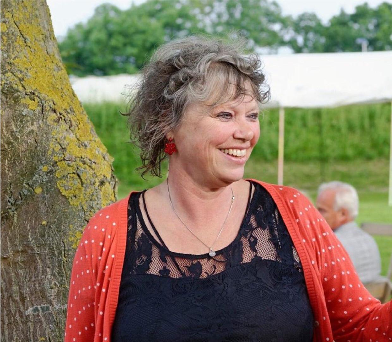 Margot de Jong tijdens een van haar laatste zomers op Camping Charme, waar ze o.a. een jongerengroep draaide.
